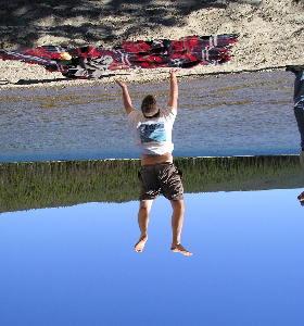 Sosteniendo la Tierra desde el Cielo, o sólo es una ilusión óptica...